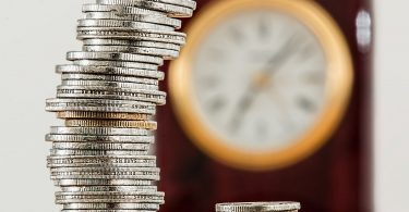coins 1523383 1920 375x195 - Os erros humanos e a Manutenção