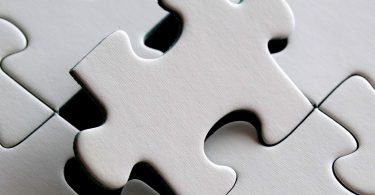 Na manutenção e integração, as empresas são divididas em departamentos ou setores, com a finalidade de organizar as atividades.