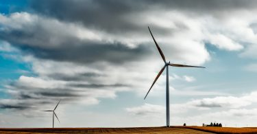 wind farm 1747331 1920 375x195 - Energia limpa é a que vem de processos limpos