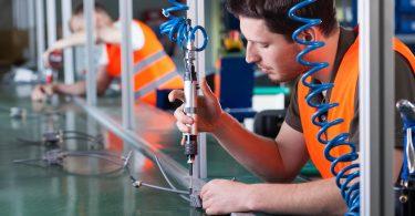 É importante as manutenções para a linha de produção de uma empresa. Quando elas não são realizadas, o desempenho de todas as equipes é colocado em risco.