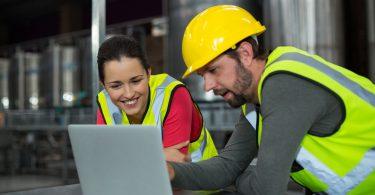 a análise de falhas se realizada corretamente, ela reduz os custos da manutenção, aumenta a disponibilidade e a confiabilidade dos equipamentos.