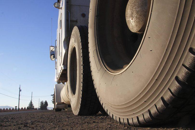 A vida útil de um pneu corresponde ao tempo em que o item consegue ser usado com segurança. Esse período — que pode ser de meses ou anos