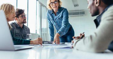 No mundo dos negócios a tomada de decisão não é apenas uma escolha sobre qual rumo tomar, é uma questão de sobrevivência.
