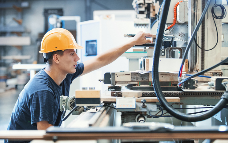 A administração envolve também os cuidados com a manutenção da empresa, como monitorar o gerenciamento de manutenção juntamente com recursos humanos.