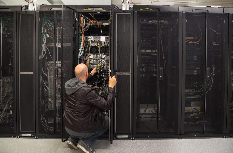 Como as plataformas em cloud auxiliam nos processos de manutenção?