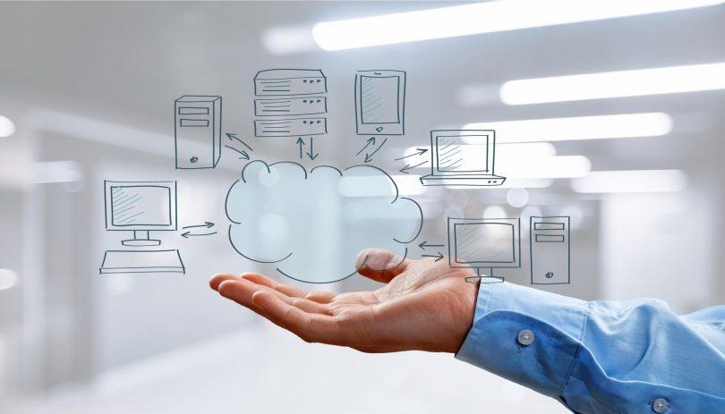 Cloud Computing refere-se à possibilidade de utilizar a capacidade de armazenamento e processamento de computadores por meio de um ambiente online.