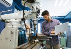 Dar a devida atenção aos equipamentos evita problemas. Para aumentar a eficiência, é possível recorrer a um SaaS de manutenção.