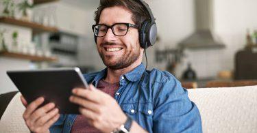 Você sabia que uma das melhores formas de aprimorar o conhecimento do seu time é por meio de podcasts sobre gestão? Confira!