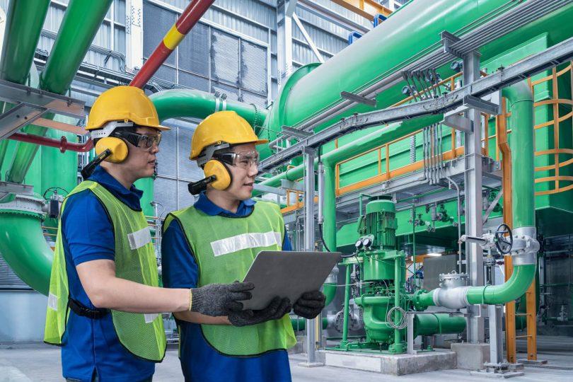 A realidade é que muitas organizações não estão gerenciando de forma efetiva seus maquinários, o que acarreta prejuízos e limitações ao seu negócio por falta de informatização da manutenção.